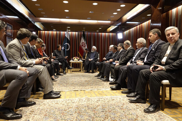 عمران خان کی ایرانی صدر سے ملاقات/ کشمیریوں کی حمایت  میں رہبر معظم کا  شکریہ