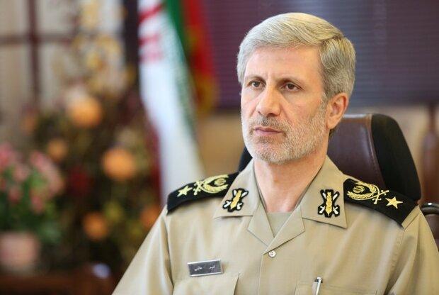 وزیر دفاع درگذشت والده وزیر بهداشت را تسلیت گفت