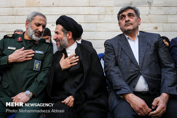 """Ceremony to install image of 2,000 martyrs in Tehran on """"Sacred Defense Week'"""