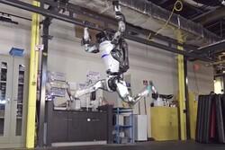 فیلم رباتی که بالانس می زند