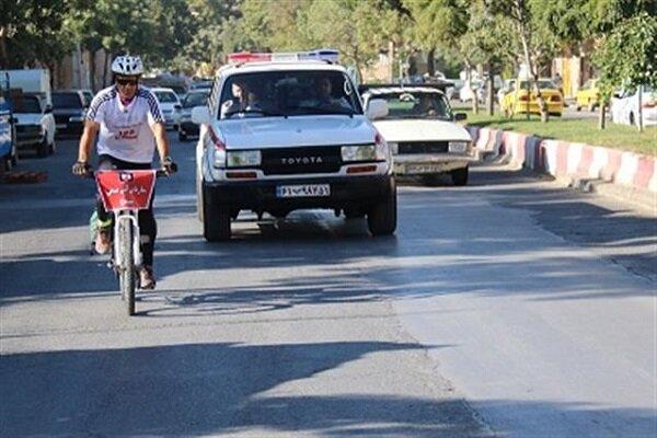 آتش نشان سنندجی مسیر سنندج – تهران را با دوچرخه رکاب می زند