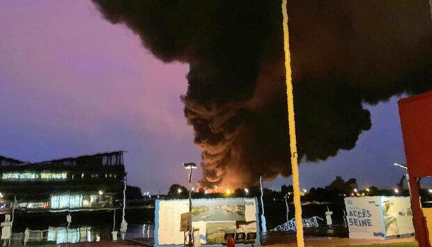 فرانس کے شہر روین میں ایک فیکٹری میں آگ لگ گئی