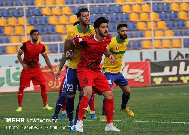 دیدار تیم های فوتبال گل گهر سیرجان و صنعت نفت آبادان