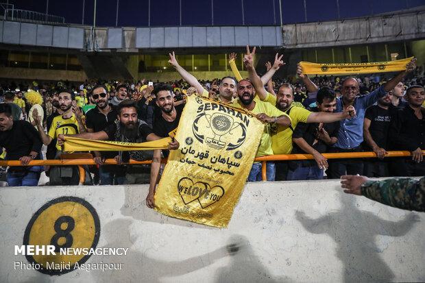 بی اطلاعی مدیرعامل سپاهان از شکایت علیه داور بازی پرسپولیس!