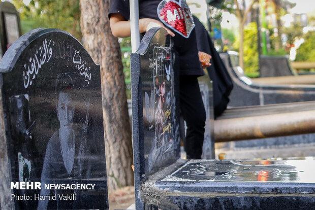 غبارروبی مزار شهدا به مناسبت هفته دفاع مقدس - کراپشده