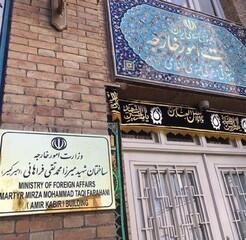 نصب تابلوهای شهید بر ورودیهای اصلی ساختمان وزارت خارجه