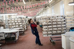 بیداد فقر در میان کارگران انگلیسی/ ۲۰ درصد کارگران ناچار به حذف یک وعده غذایی شدند