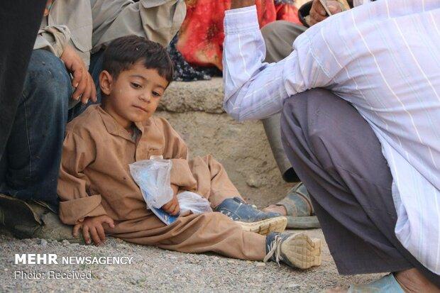 خدمات رسانی کاروان نذر آب در روستاهای محروم خراسان جنوبی