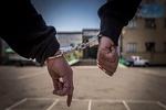 دستبند پلیس اهواز بر دست سارق خودروهای مدل پایین