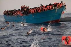 واژگونی یک قایق حامل ۵۰ مهاجر در آبهای لیبی