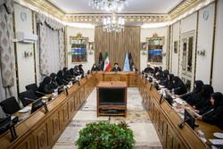 اهدای لوح تقدیر فراکسیون زنان مجلس به رئیس قوه قضائیه