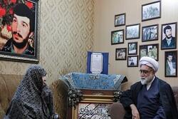 تولیت آستان قدس رضوی با خانواده شهیدان برونسی و کاوه دیدار کرد