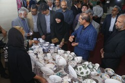 Deputy minister cuts ribbon on handicrafts exhibit in Shahr-e Kord