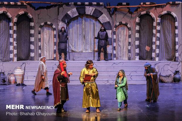 """مسرحية """"خاتون""""على خشبة مسرح طهران"""