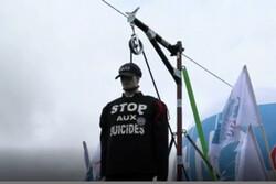 موج خودکشی، پلیس فرانسه را به خیابانهای پاریس کشاند