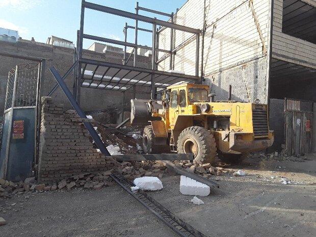 سه طبقه منزل مسکونی غیر مجاز در دگایران سنندج تخریب شد