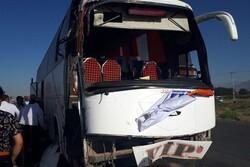 تصادف اتوبوس با تیر چراغ برق در کمربندی مینودشت