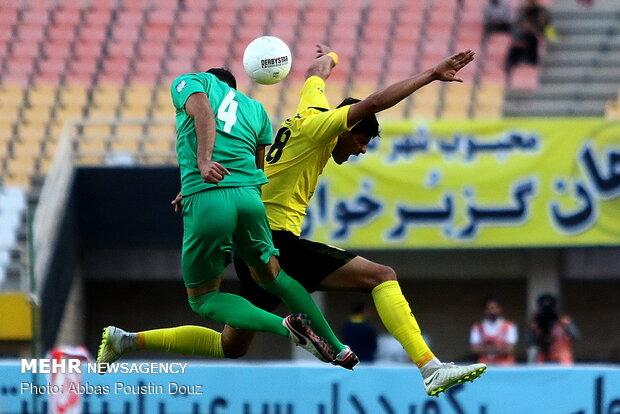 دیدار تیمهای فوتبال سپاهان و ذوب آهن