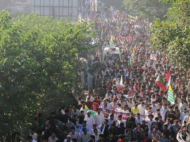 پاکستان کے زير انتظام کشمیریوں کا لائن آف کنٹرول کی طرف پیدل مارچ جاری
