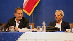 Iran's First Vice President Es'haq Jahangiri (L) and ICCIMA Head Gholam-Hossein Shafei attended a meeting with the heads of the country's chambers of commerce in Tehran on Saturday.