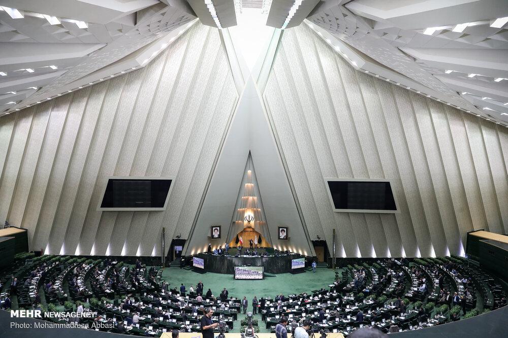 ۲۵ رویداد جنجالی مجلس در سال ۹۸/ سر بیکلاه نمایندگان در بنزین و بدرقه عجیب روحانی