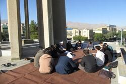 کلاس درس طلاب همدان در بام آرامگاه شیخالرئیس