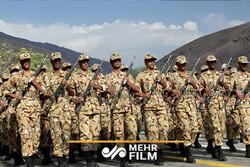 سربازان یک پنجم حقشان حقوق می گیرند