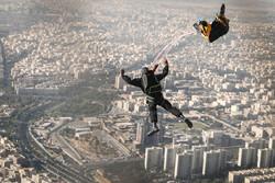قفز مظلي من برج ميلاد /صور