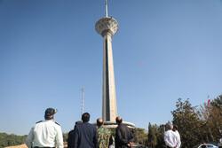 تماشای ۴۰ سال هنر انقلاب ایران در برج میلاد