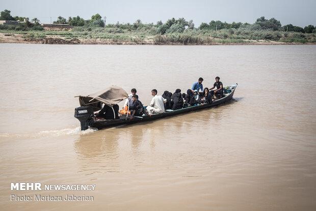 تردد مردم روستاهای عنافچه با قایق