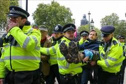 پلیس لندن ۲۱۷ نفر را در اعتراض به تغییرات اقلیمی بازداشت کرد