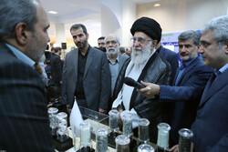 رہبر معظم انقلاب اسلامی کا علم و دانش پرمبنی کمپنیوں کی نمائش کا مشاہدہ