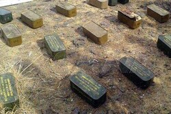 کشف مهمات ساخت عربستان برجا مانده از تروریستها در حومه سویداء سوریه