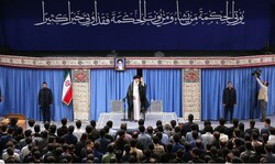 Ayatollah Khamenei receives elites, top scientific talents