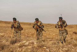 مناورات عسكرية فجائية للقوات البرية التابعة للجيش الإيراني شمال غرب إيران /صور