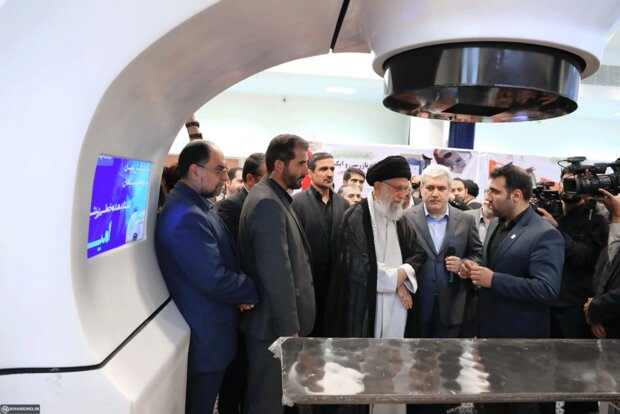 Leader visits exhibition on knowledge-based companies