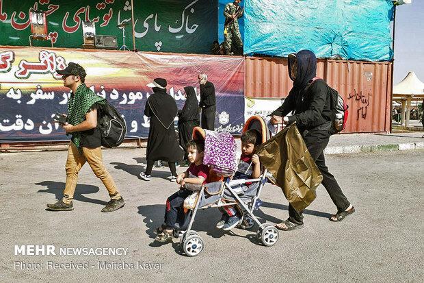 حضور بی شمار زائران اربعین حسینی در مرز مهران
