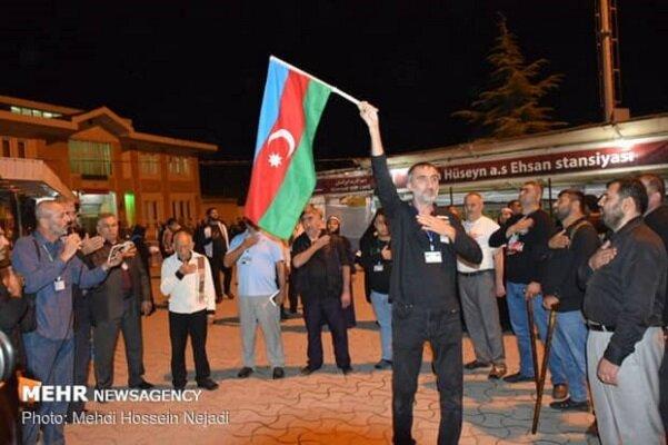عزاداری شبانه زائران خارجی اربعین در پایانه مرزی آستارا