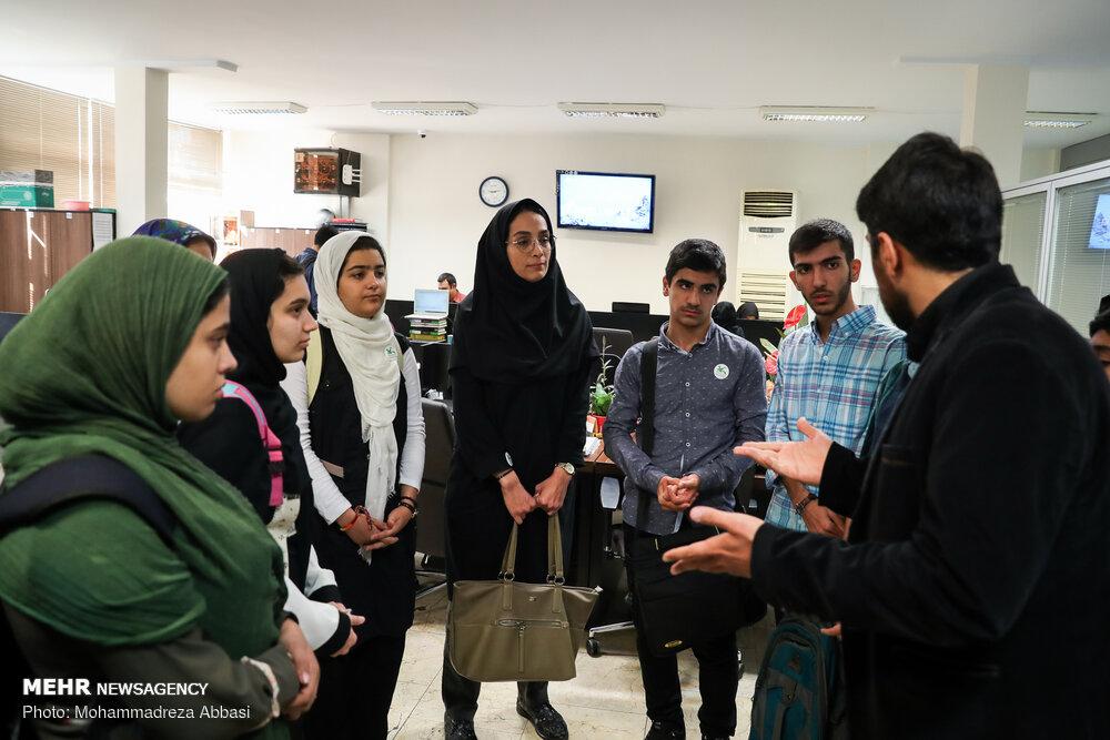 بازدید دانش آموزان نخبه از خبرگزاری زيارة الطلاب الأوائل على مستوى الجمهورية الإسلامية الإيرانية لوكالة مهر