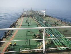 ناقلة النفط الإيرانية المستهدفة في طريق عودتها الى منطقة الخليج الفارسي
