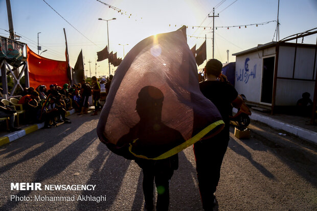 پیاده روی زائران اربعین در مناطق جنوبی عراق (الجبایش ــ سوق الشیوخ)