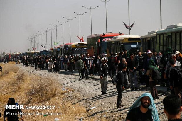 حشود زوار الإمام الحسين على حدود مهران