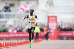 Kenyalı atletten tarihi rekor