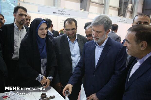 بازدید امیر حاتمی وزیر دفاع و پشتیبانی نیروهای مسلح از نمایشگاه نانو