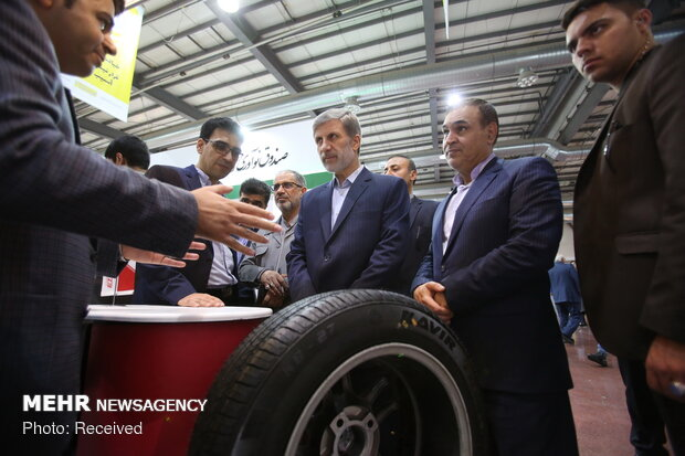 Defense min. pays visit to 12th Intl. Nano expo in Tehran