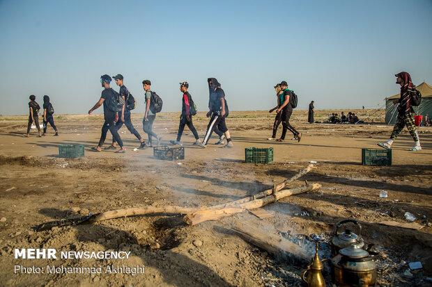 پیاده روی زائران اربعین درمناطق جنوبی عراق (الخضر در استان المثنی)