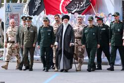 """حضور القائد العام للقوات المسلحة الايرانية في جامعة """"امام حسين (ع)"""" / صور"""
