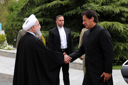 President Rouhani receives Pak PM in Tehran