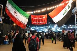 زوار الإمام الحسين(ع) في طريقهم إلى كربلاء /صور
