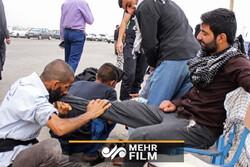 فیلمی از خدمت رسانی خاص به زوار امام حسین (ع) در مسیر اربعین